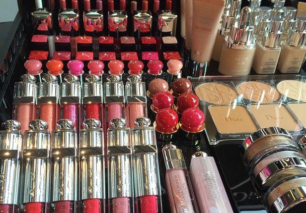 Kosmetyki kupuj w sprawdzonych drogeriach - Zdjęcie główne