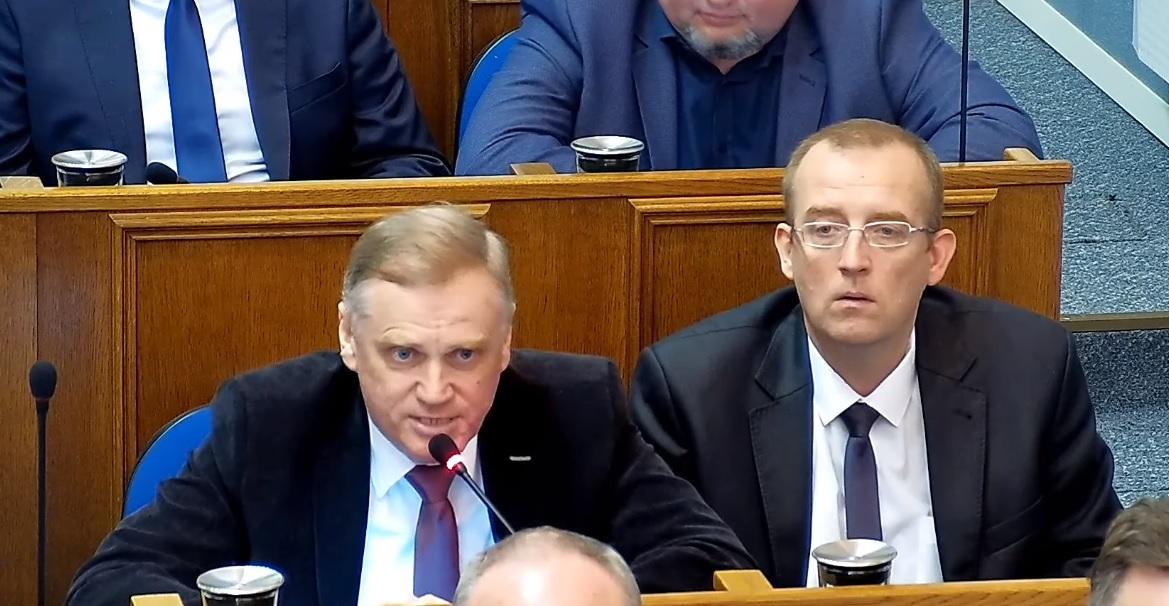 Czy radni PiS poprą stanowisko przeciwko podziałowi Mazowsza? Na razie nie głosują - Zdjęcie główne