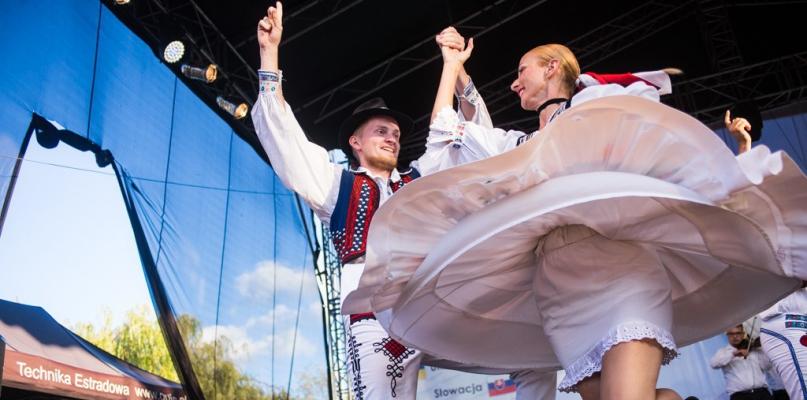 Jedni w tańcu stają na głowie, oni wolą kujawiaka i oberka - Zdjęcie główne