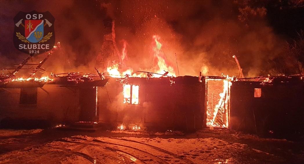 Duży pożar w powiecie płockim. Płonął budynek mieszkalny [ZDJĘCIA] - Zdjęcie główne