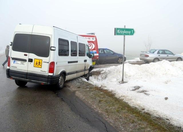 Wypadek szkolnego busa. 7 osób w szpitalu - Zdjęcie główne
