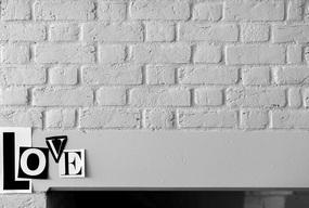 Ściana dekoracyjna z napisami, czyli prosty sposób na oryginalny salon - Zdjęcie główne