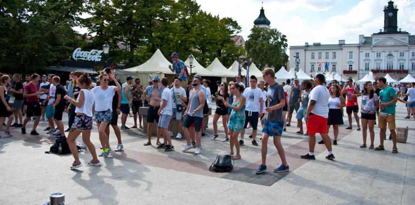 Festiwalowicze przejmują Płock [ZDJĘCIA] - Zdjęcie główne