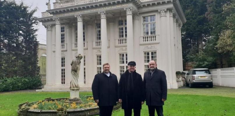 Czy książę z Londynu zbuduje pałac w Gozdowie? Wójt działa - Zdjęcie główne
