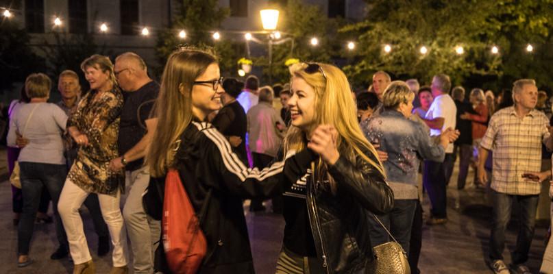 Taneczne szaleństwo na Starówce [FOTO] - Zdjęcie główne