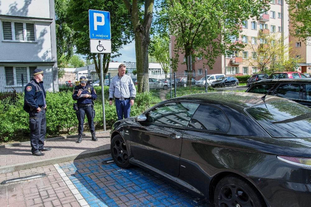 Płocczanie notorycznie parkują na kopertach? Straż miejska zapowiada wzmożone kontrole [ZDJĘCIA] - Zdjęcie główne