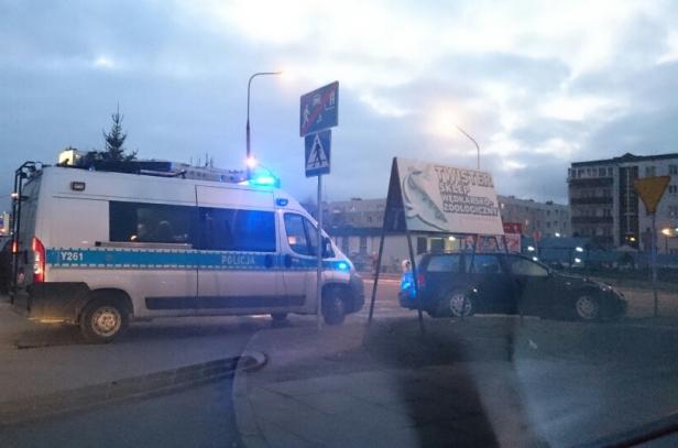 Autobus zderzył się z samochodem [FOTO] - Zdjęcie główne