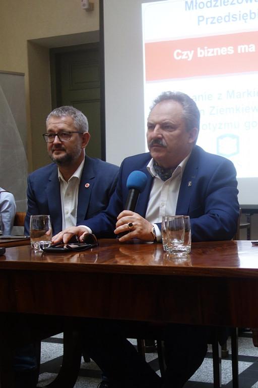 Dziennikarz i poseł w ogniu pytań - Zdjęcie główne