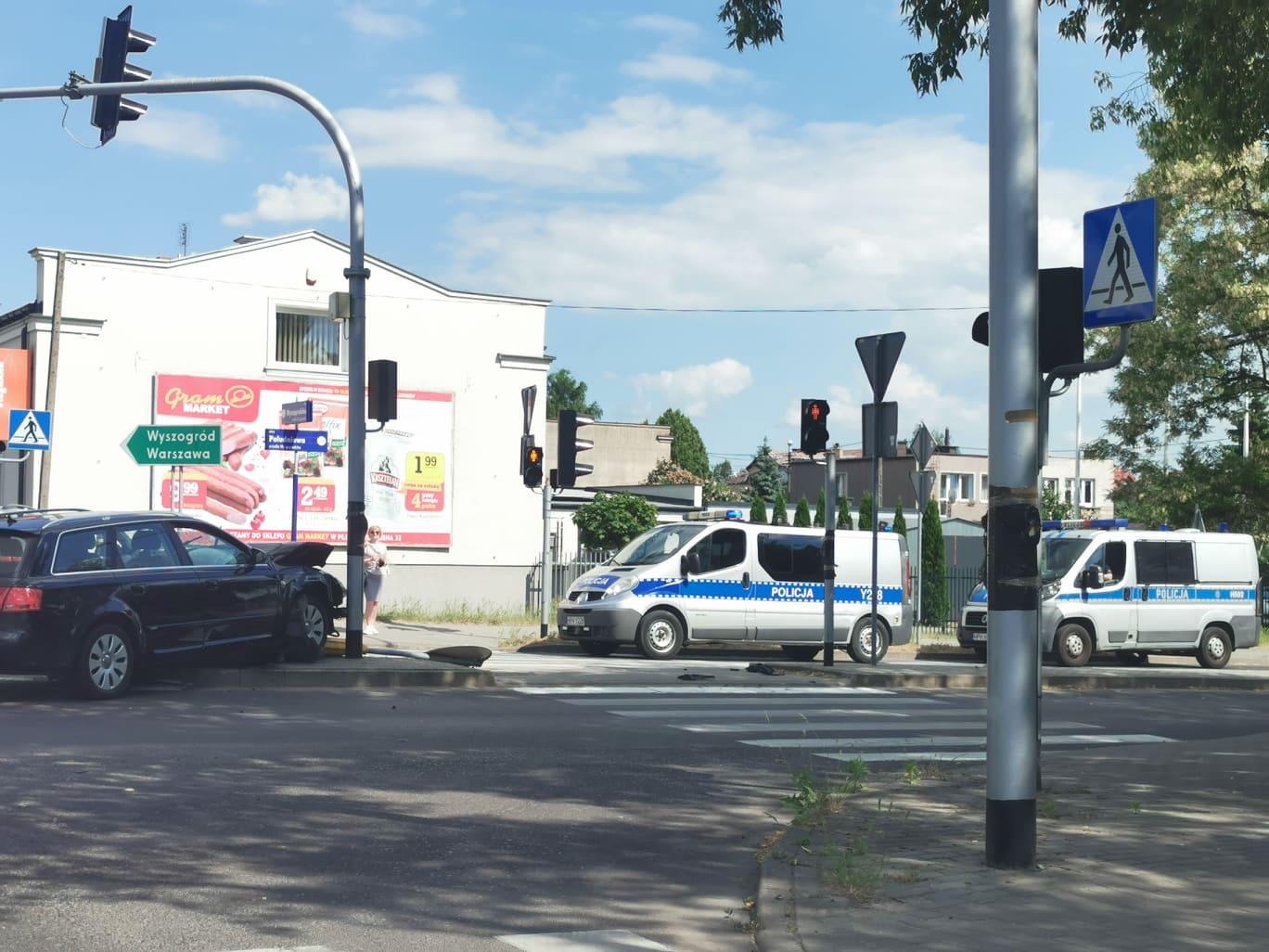 Zderzenie dwóch aut osobowych na Wyszogrodzkiej  - Zdjęcie główne