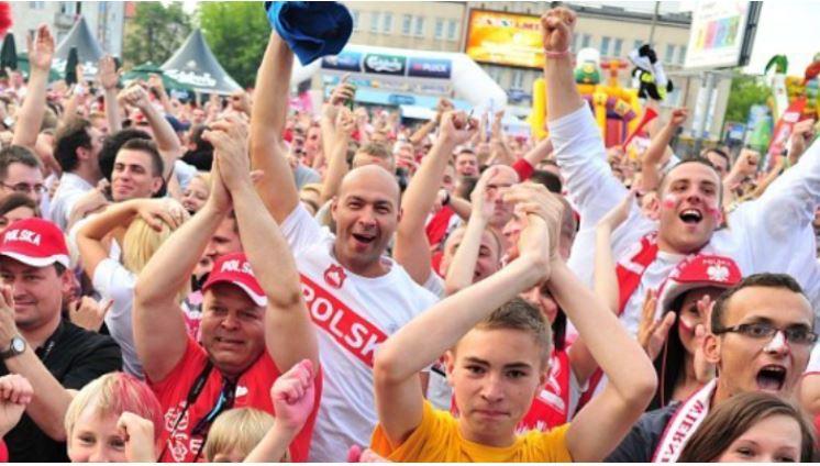 Rusza EURO. Gdzie obejrzeć mecze poza domem? TVP chce opłat od restauratorów  - Zdjęcie główne