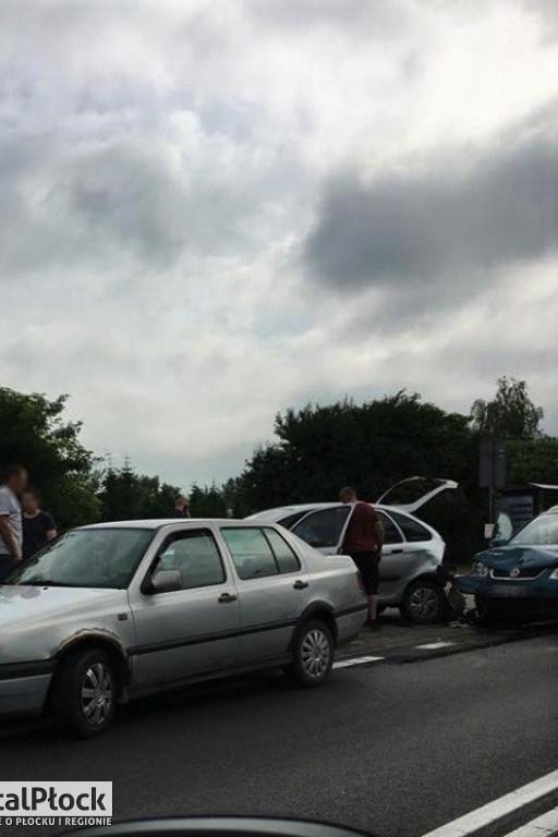 Kraksa trzech aut w stronę Warszawy - Zdjęcie główne
