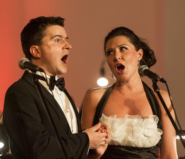 Płoccy symfonicy oraz młode małżeństwo - Zdjęcie główne