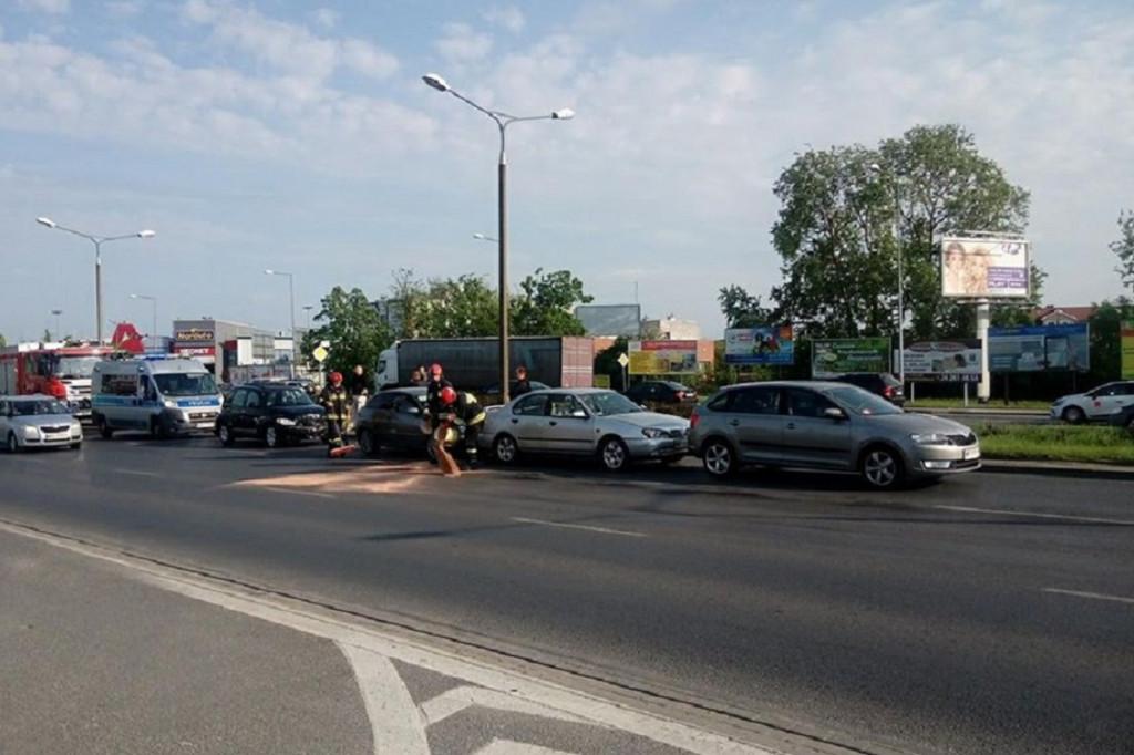 Stłuczka 4 aut w centrum Płocka - Zdjęcie główne