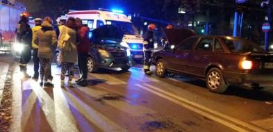 Zderzenie aut przy komendzie policji. Ogromny korek [FOTO] - Zdjęcie główne