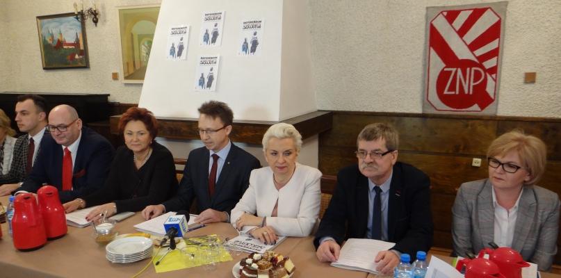 Zwarli szyki. Będą zbierać podpisy w sprawie referendum - Zdjęcie główne