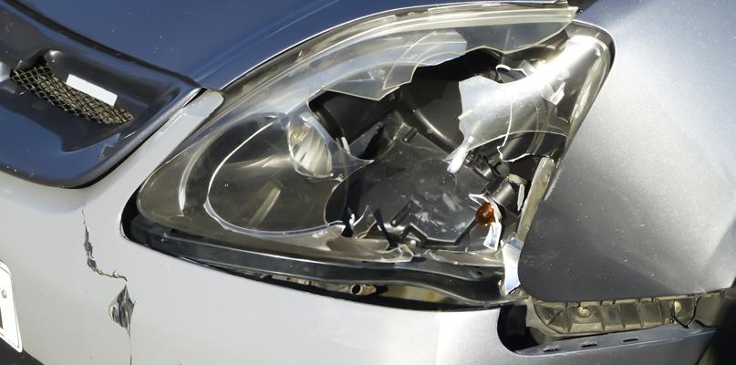 Kobieta wbiegła prosto pod koła samochodu - Zdjęcie główne