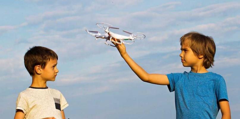 Siedem rzeczy, które powinieneś wiedzieć, zanim kupisz dziecku drona - Zdjęcie główne