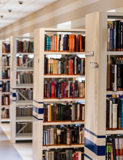 Dlaczego warto kupować podręczniki online? - Zdjęcie główne