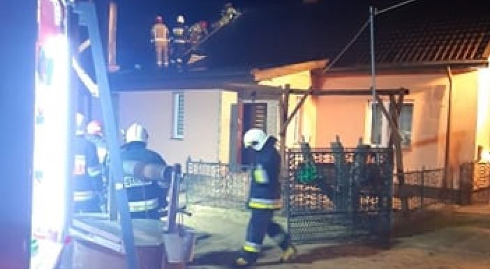 Pożar pod Płockiem. Płonął budynek mieszkalny [ZDJĘCIA] - Zdjęcie główne