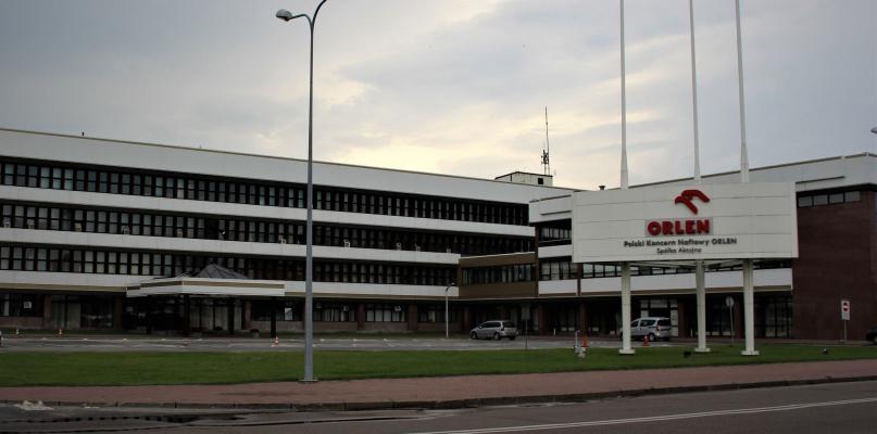 Spór rządowy z Orlenem i Lotosem w tle - Zdjęcie główne