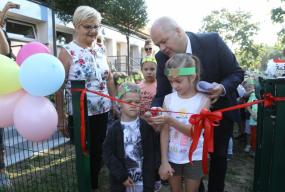 Przedszkolaki już mogą bawić się na nowym placu zabaw. To projekt z budżetu obywatelskiego - Zdjęcie główne