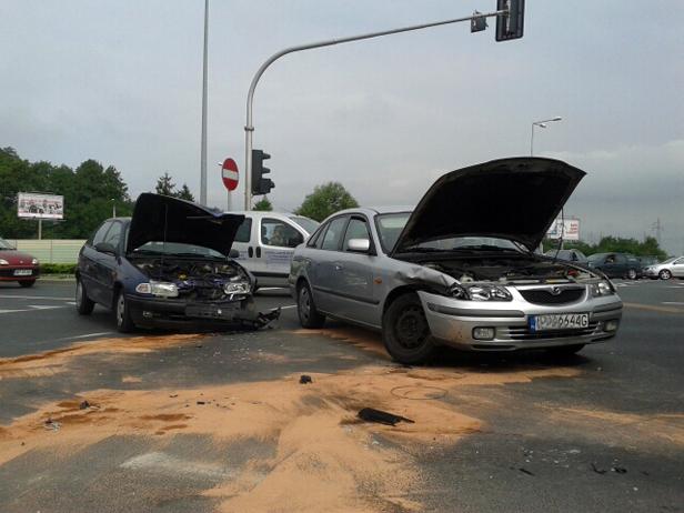 Zderzenie dwóch aut. Są korki [FOTO] - Zdjęcie główne