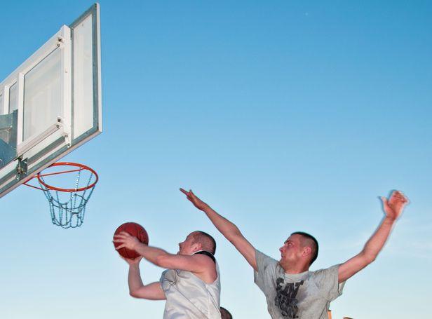 Zabawa dla miłośników ulicznej koszykówki - Zdjęcie główne