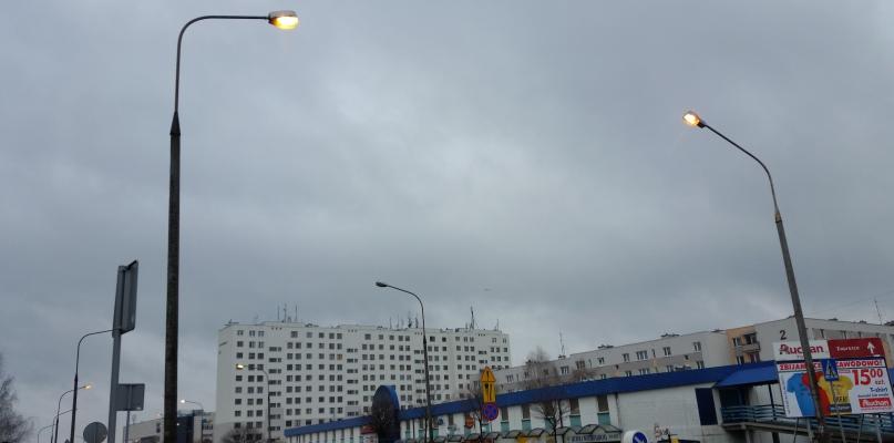 Czytelnik: miasto jest aż tak bogate? Latarnie na Podolszycach palą się całą dobę - Zdjęcie główne