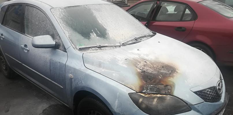 Pożar samochodu osobowego w centrum Płocka - Zdjęcie główne