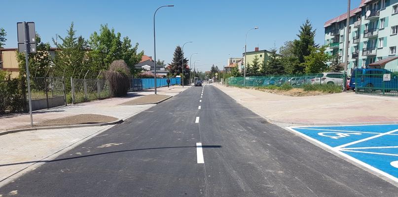 Inwestycja się opóźnia, choć ulica jest już przejezdna - Zdjęcie główne