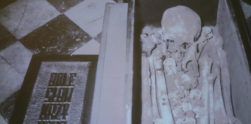 Zobaczymy, jak wyglądały twarze Piastów pochowanych w płockiej katedrze - Zdjęcie główne
