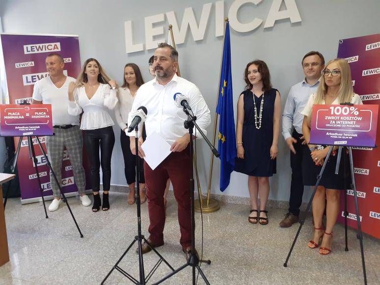 Poseł Iwaniak proponuje ulgę na internet i sprzęt komputerowy. Pyta też o płacę zasadniczą w miejskich strukturach - Zdjęcie główne