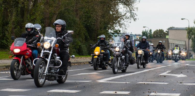 Setki maszyn na ulicach. Motocykliści zakończyli sezon [FOTO] - Zdjęcie główne