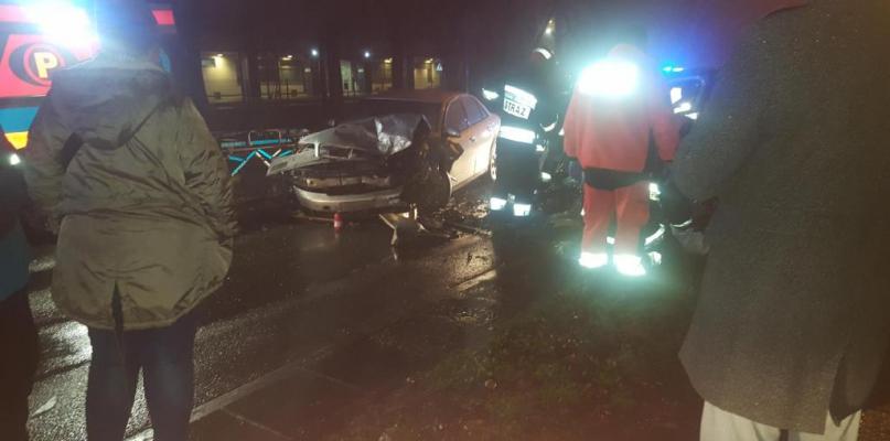 Czołowe zderzenie w Płocku. Kierowcy w szpitalu - Zdjęcie główne