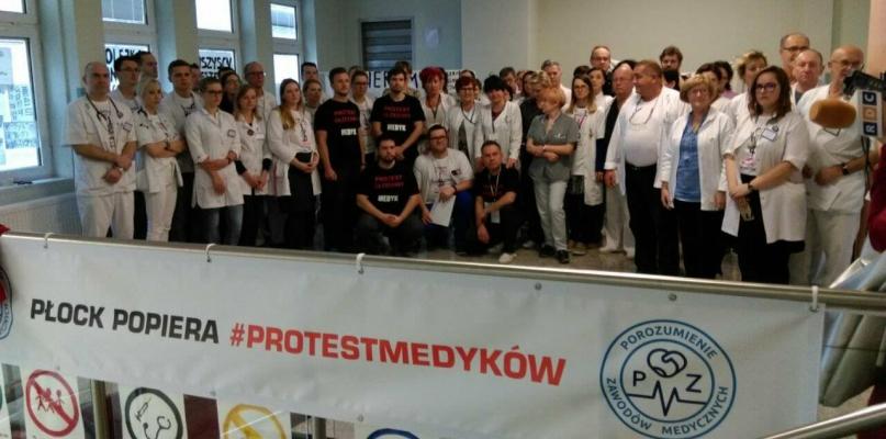 Młodzi lekarze z Płocka przyłączyli się do protestu głodowego - Zdjęcie główne