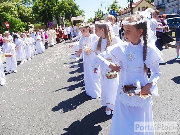 Biskup: Na procesji nie brakuje gapiów  - Zdjęcie główne