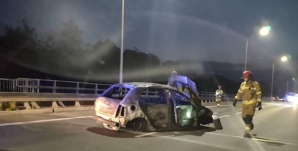 Kłęby dymu na obwodnicy. Płonął samochód [ZDJĘCIA] - Zdjęcie główne