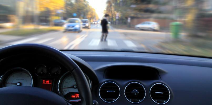 Wypadek pod Płockiem. 62-latek szedł środkiem jezdni - Zdjęcie główne