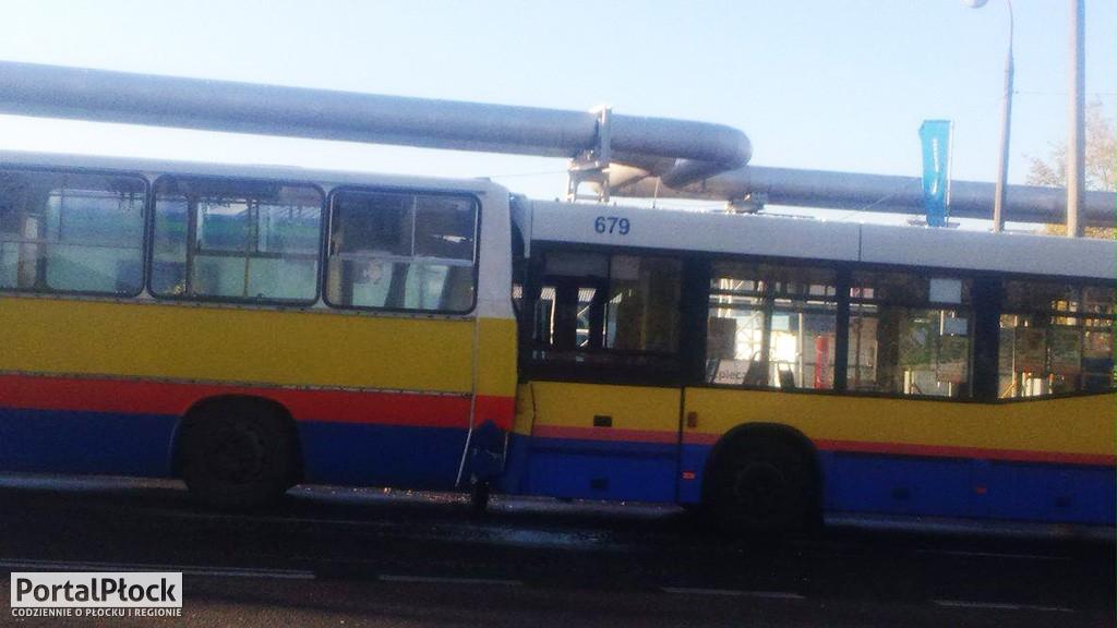 Zderzenie autobusów - Zdjęcie główne