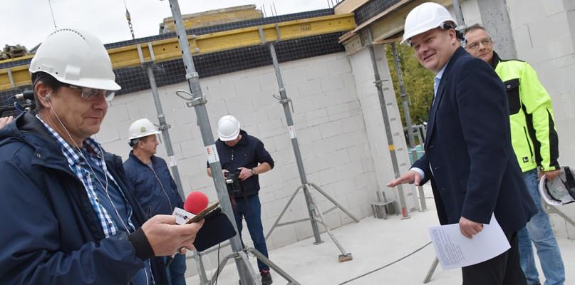 W centrum Płocka powstają nowe mieszkania i lokale usługowe [FOTO] - Zdjęcie główne