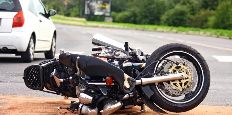Wypadek z udziałem motocyklisty. 27-latek śmigłowcem przetransportowany do szpitala - Zdjęcie główne