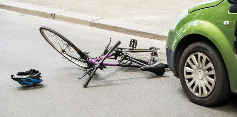 Potrącenie rowerzysty. Mężczyzna przewieziony do szpitala - Zdjęcie główne