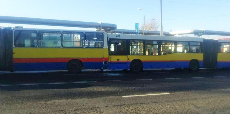 Zderzenie autobusów Komunikacji Miejskiej. Jedna osoba ranna - Zdjęcie główne