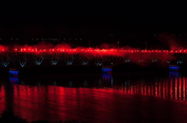W niedzielę wieczorem płonął stary most  - Zdjęcie główne