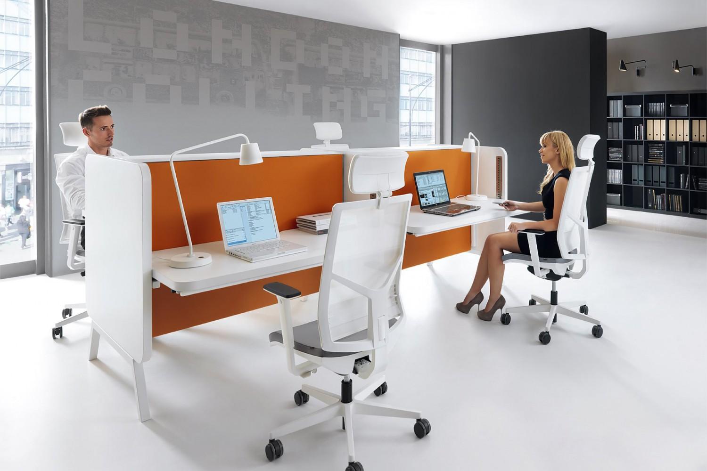 Coraz więcej Polaków ma problem z kręgosłupem przez siedzącą pracę - Zdjęcie główne