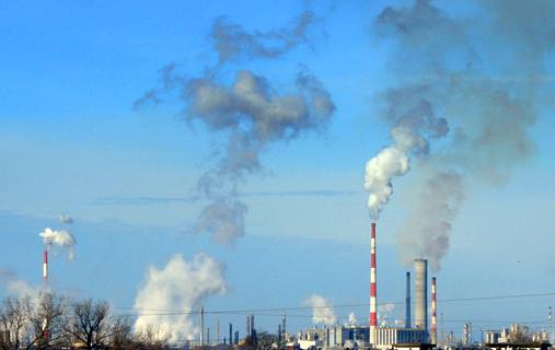Dym nad zbiornikiem w Orlenie - Zdjęcie główne