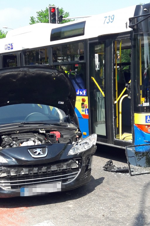 Wypadek. Pasażerowie autobusu w szpitalu - Zdjęcie główne