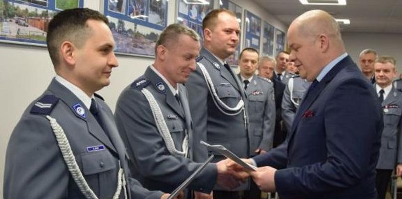 Policjanci dostali odznaczenia, wśród nich najpopularniejszy dzielnicowy [FOTO] - Zdjęcie główne