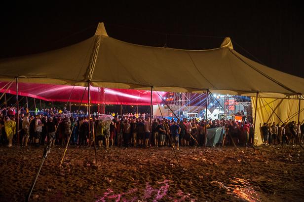 Ewakuacja namiotu na Audioriver [FOTO] - Zdjęcie główne