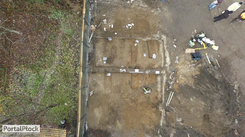 Średniowieczne cmentarzysko - Zdjęcie główne